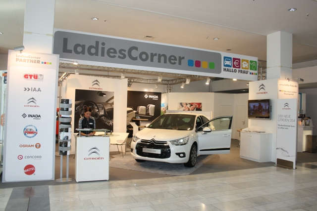 LadiesCorner_IAA_2011.JPG